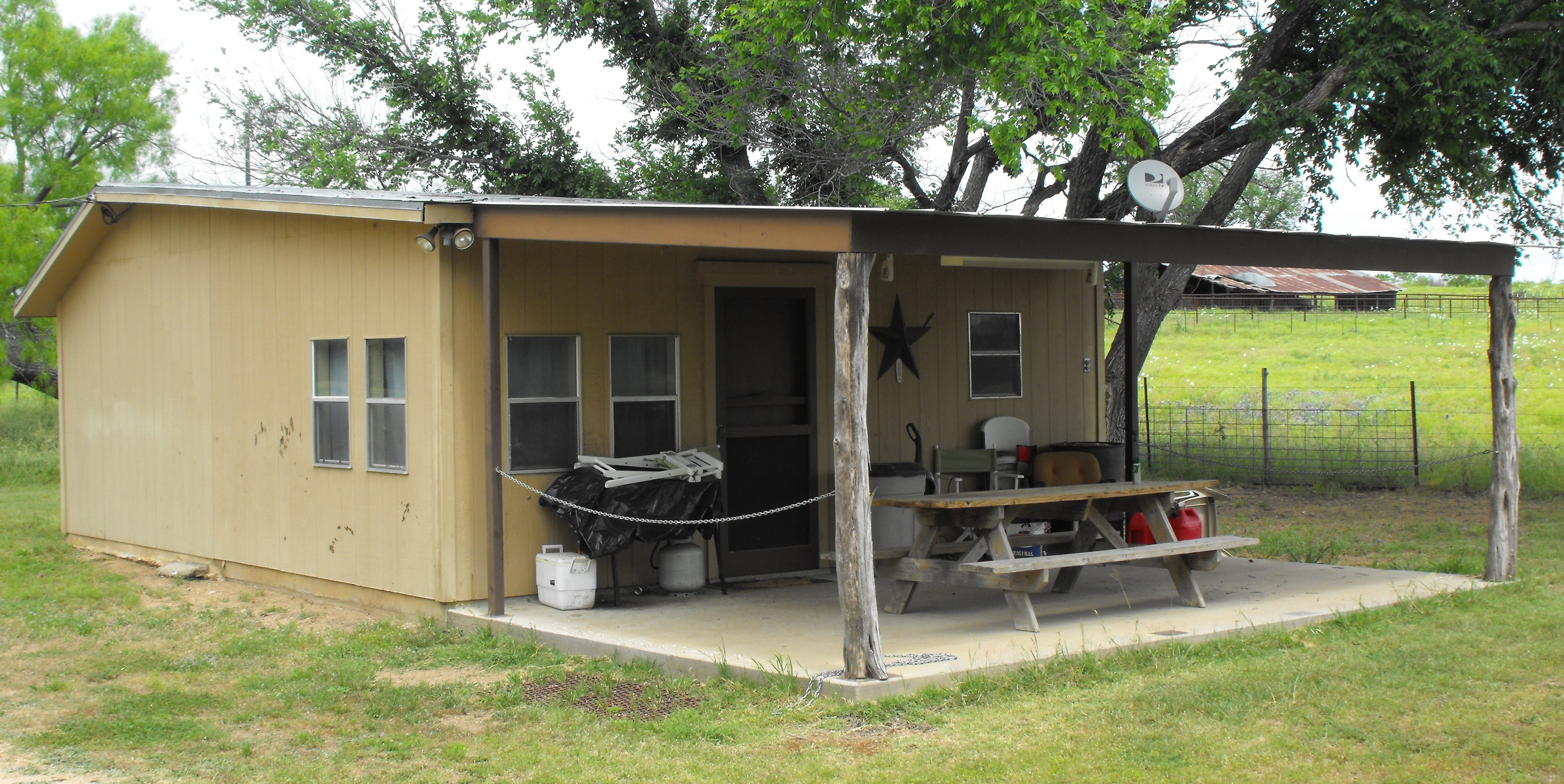 Whitetail deer turkey hunting bar m ranch services for Hunt texas cabins